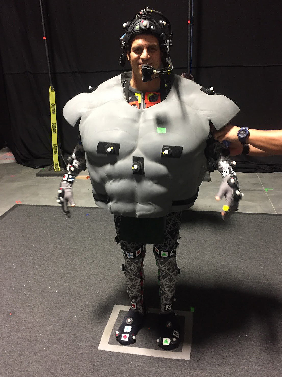 Mark Ruffalo Behind-the-Scenes in Hulk outfit