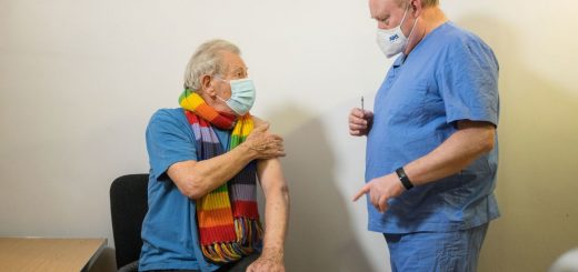 Ian McKellen and the doctor giving him the COVID-19 vaccine