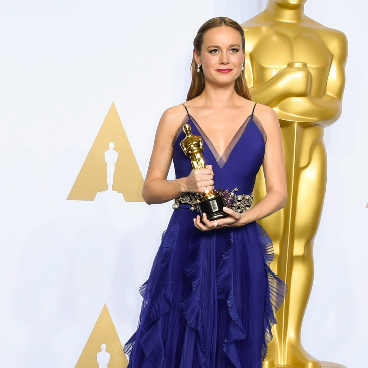 Brie Larson Star of Lessons in Chemistry in Blue dress accepting the Oscar for Room