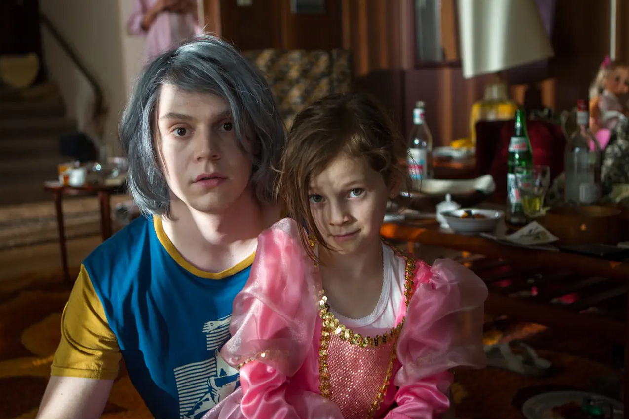 Evan Peters and Miya Shelton-Contreras in X-Men: Days of Future Past